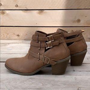 🆕 Madden Girl Heeled Buckle Boot